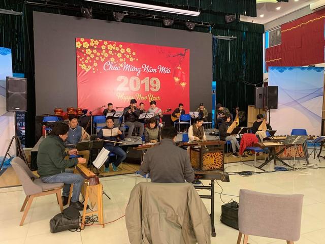 Các nghệ sĩ hăng say tập luyện để biểu diễn cho Hội nghị thượng đỉnh Mỹ - Triều - Ảnh 3.