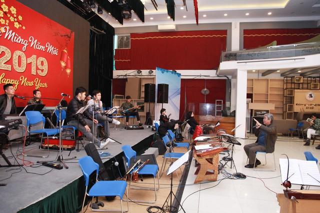 Các nghệ sĩ hăng say tập luyện để biểu diễn cho Hội nghị thượng đỉnh Mỹ - Triều - Ảnh 2.