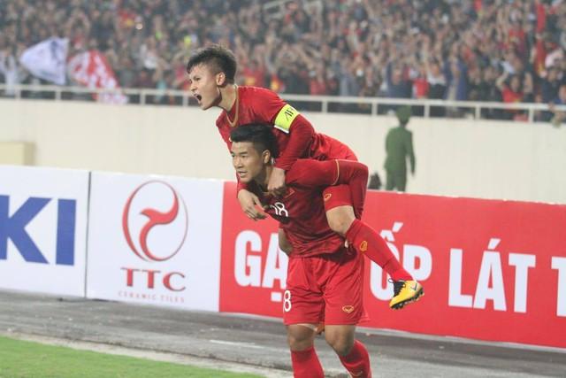 [Tin sáng mai] Fox Sports Asia: Mưa bàn thắng, Thái Lan vẫn không cản nổi Việt Nam chứng tỏ ngôi vương ASEAN - Ảnh 1.