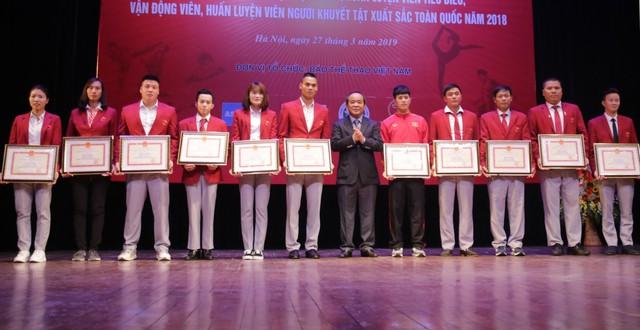 """Trao thưởng các HLV, VĐV tiêu biểu và HLV, VĐV người khuyết tật xuất sắc tại Chương trình """"Vinh quang Thể thao Việt Nam"""" - Ảnh 2."""
