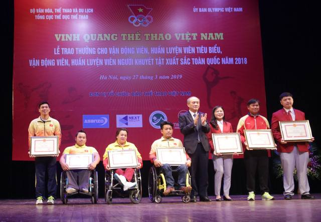 """Trao thưởng các HLV, VĐV tiêu biểu và HLV, VĐV người khuyết tật xuất sắc tại Chương trình """"Vinh quang Thể thao Việt Nam"""" - Ảnh 3."""