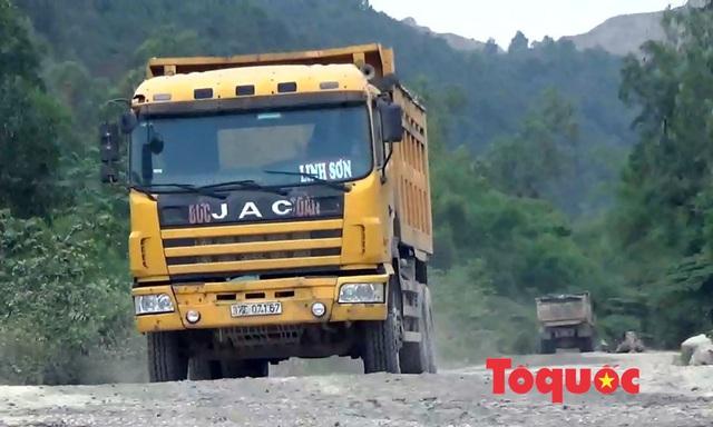 Nghệ An: Xe chở đất, đá cày nát đường dân sinh ra quốc lộ, người dân sống chung với ô nhiễm - Ảnh 4.