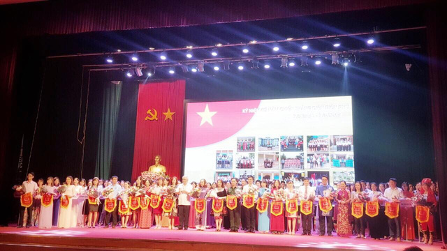 Khai mạc Liên hoan cán bộ thư viện tuyên truyền giới thiệu sách - Chào mừng Kỷ niệm 65 năm chiến thắng Điện Biên Phủ - Ảnh 1.
