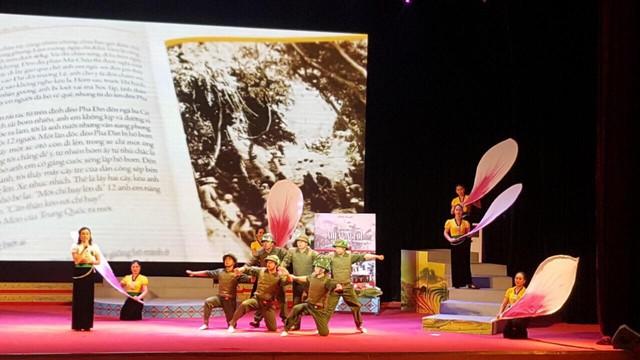 Khai mạc Liên hoan cán bộ thư viện tuyên truyền giới thiệu sách - Chào mừng Kỷ niệm 65 năm chiến thắng Điện Biên Phủ - Ảnh 2.