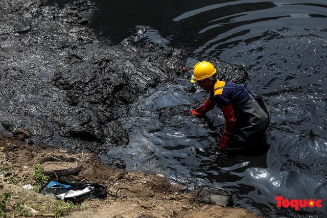 Tình trạng đen ngòm, hôi thối của sông Tô Lịch trước thông tin Hà Nội sẽ thí điểm làm sạch bằng công nghệ Nhật Bản - Ảnh 8.