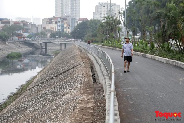 Tình trạng đen ngòm, hôi thối của sông Tô Lịch trước thông tin Hà Nội sẽ thí điểm làm sạch bằng công nghệ Nhật Bản - Ảnh 11.