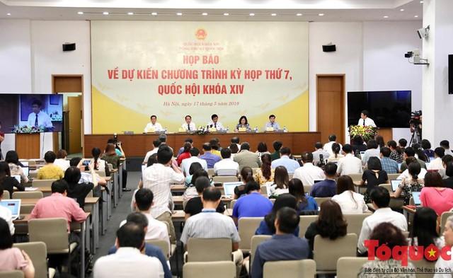 Tổng Thư ký Quốc hội Nguyễn Hạnh Phúc: Kỳ họp này sẽ bàn về việc ra nghị quyết nhằm hạn chế ngay tình trạng uống rượu bia khi lái xe   - Ảnh 2.