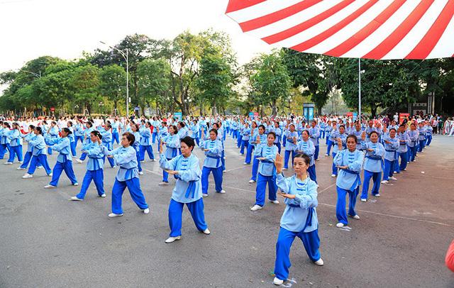 Đồng diễn văn hóa, thể thao nhân kỷ niệm 129 năm Ngày sinh Chủ tịch Hồ Chí Minh - Ảnh 6.