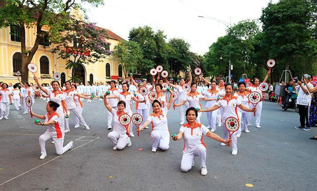 Đồng diễn văn hóa, thể thao nhân kỷ niệm 129 năm Ngày sinh Chủ tịch Hồ Chí Minh - Ảnh 8.