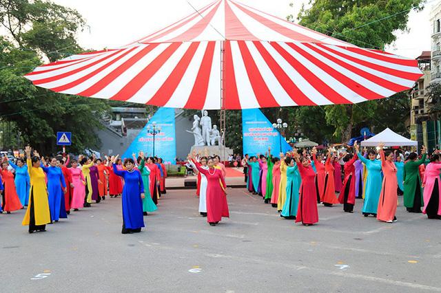 Đồng diễn văn hóa, thể thao nhân kỷ niệm 129 năm Ngày sinh Chủ tịch Hồ Chí Minh - Ảnh 9.
