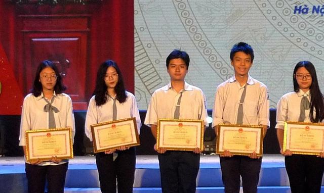 Cả nước có 2.278 thí sinh đoạt giải học sinh giỏi quốc gia - Ảnh 1.