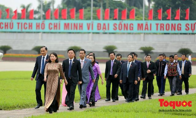 Lãnh đạo Đảng, Nhà nước vào Lăng viếng Chủ tịch Hồ Chí Minh trước kỳ họp Quốc hội - Ảnh 11.