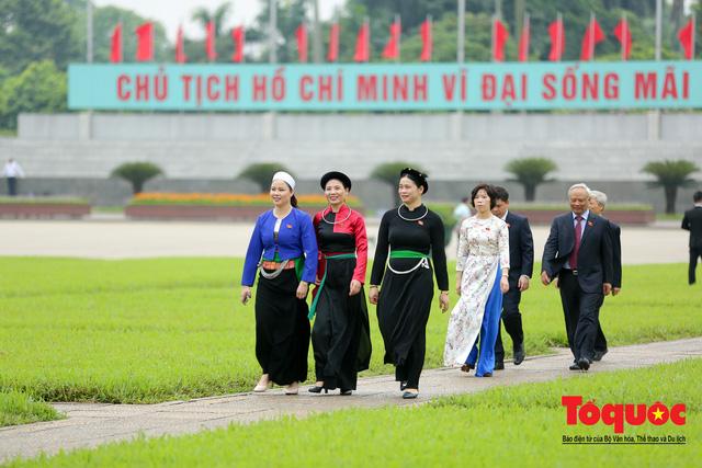 Lãnh đạo Đảng, Nhà nước vào Lăng viếng Chủ tịch Hồ Chí Minh trước kỳ họp Quốc hội - Ảnh 12.