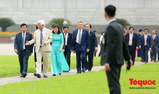 Lãnh đạo Đảng, Nhà nước vào Lăng viếng Chủ tịch Hồ Chí Minh trước kỳ họp Quốc hội - Ảnh 10.