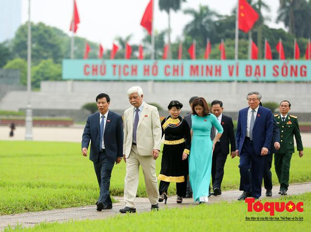 Lãnh đạo Đảng, Nhà nước vào Lăng viếng Chủ tịch Hồ Chí Minh trước kỳ họp Quốc hội - Ảnh 13.