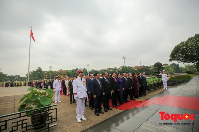 Lãnh đạo Đảng, Nhà nước vào Lăng viếng Chủ tịch Hồ Chí Minh trước kỳ họp Quốc hội - Ảnh 4.