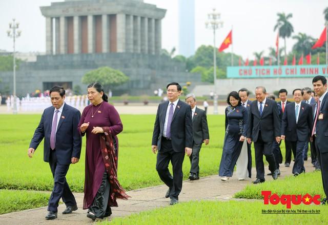 Lãnh đạo Đảng, Nhà nước vào Lăng viếng Chủ tịch Hồ Chí Minh trước kỳ họp Quốc hội - Ảnh 9.