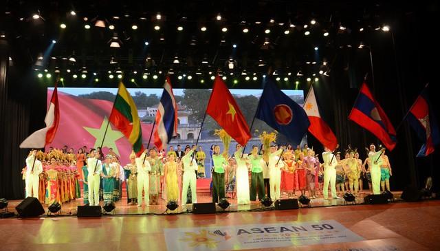160 nghệ sĩ tham dự Liên hoan âm nhạc ASEAN 2019 tại thành phố Hoa phượng đỏ - Ảnh 1.