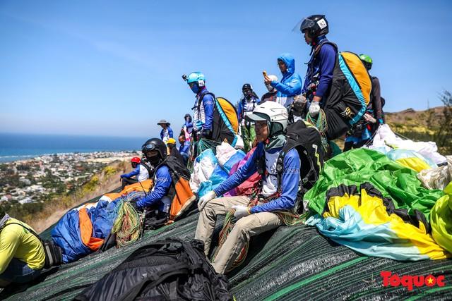 Gần 100 phi công dù lượn tô điểm cho cảnh sắc hùng vĩ trên bầu trời Lý Sơn - Ảnh 5.