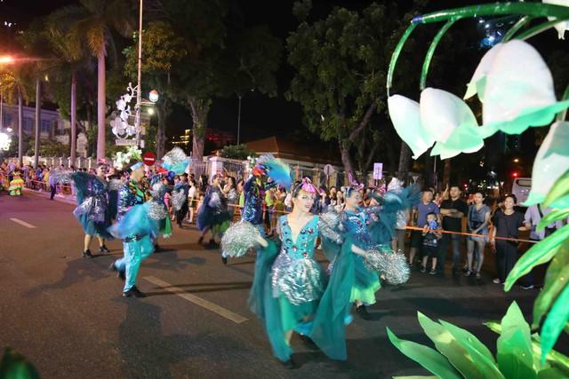 Đà Nẵng bùng nổ với các vũ điệu carnival đường phố tối 23/6 - Ảnh 3.