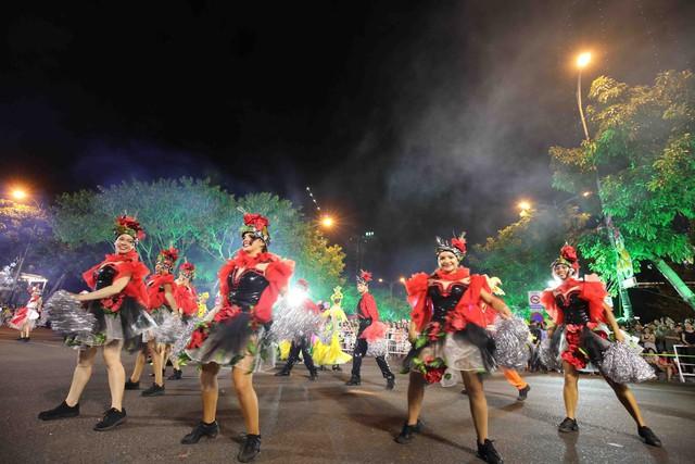 Đà Nẵng bùng nổ với các vũ điệu carnival đường phố tối 23/6 - Ảnh 4.