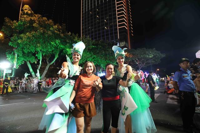 Đà Nẵng bùng nổ với các vũ điệu carnival đường phố tối 23/6 - Ảnh 2.