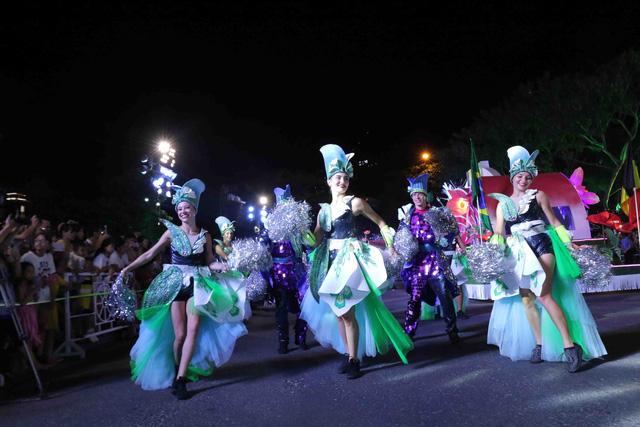 Đà Nẵng bùng nổ với các vũ điệu carnival đường phố tối 23/6 - Ảnh 11.
