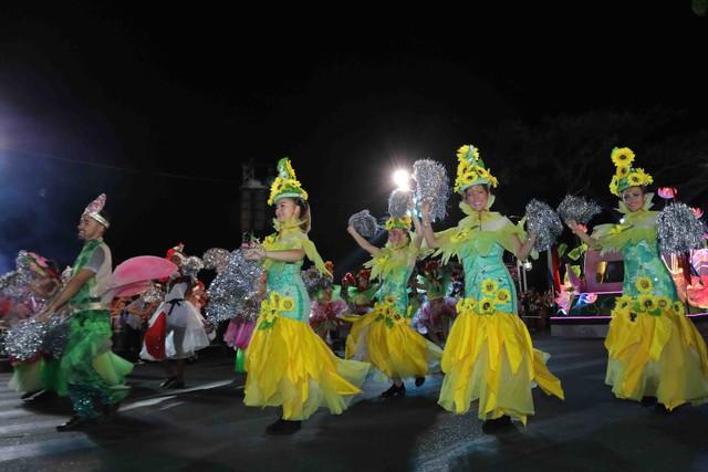 Đà Nẵng bùng nổ với các vũ điệu carnival đường phố tối 23/6 - Ảnh 13.