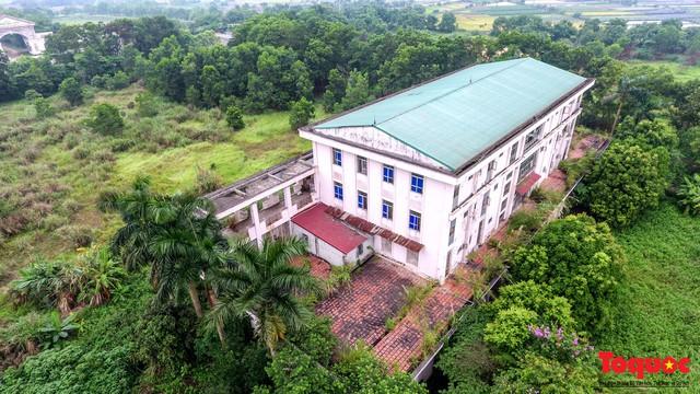 Khung cảnh hoang tàn của bệnh viện 1000 giường bị bỏ hoang ở Hà Nội - Ảnh 8.