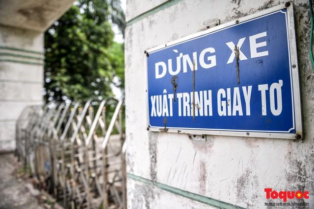 Khung cảnh hoang tàn của bệnh viện 1000 giường bị bỏ hoang ở Hà Nội - Ảnh 6.