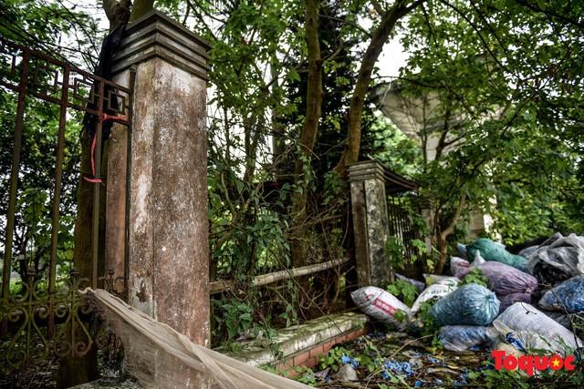 Khung cảnh hoang tàn của bệnh viện 1000 giường bị bỏ hoang ở Hà Nội - Ảnh 5.