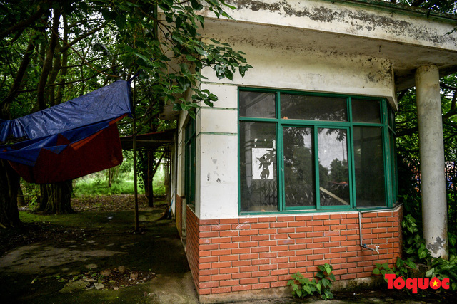 Khung cảnh hoang tàn của bệnh viện 1000 giường bị bỏ hoang ở Hà Nội - Ảnh 7.