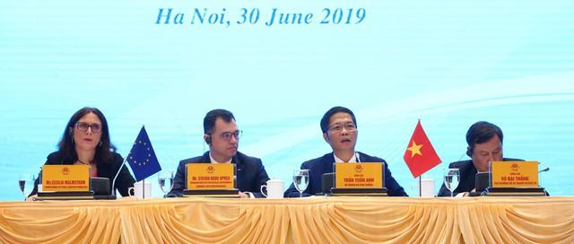 Bộ trưởng Trần Tuấn Anh: Ký kết EVFTA, xuất khẩu và GDP của Việt Nam sẽ tăng trưởng mạnh mẽ  - Ảnh 1.