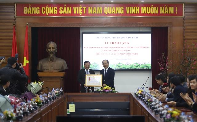 Trao tặng nhiều Huân chương của Chủ tịch nước, Bằng khen của Thủ tướng Chính phủ cho các tập thể, cá nhân xuất sắc thuộc Bộ VHTTDL - Ảnh 3.