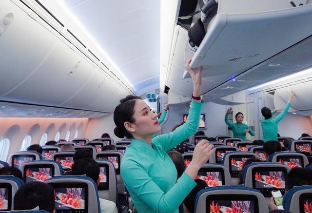 Tiếp viên Vietnam Airlines trả lại tài sản hơn 150 triệu đồng cho hành khách bỏ quên trên máy bay  - Ảnh 1.