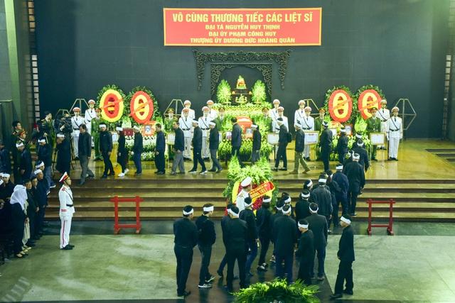 Thủ tướng Nguyễn Xuân Phúc viếng ba chiến sĩ hy sinh ở Đồng Tâm - Ảnh 10.