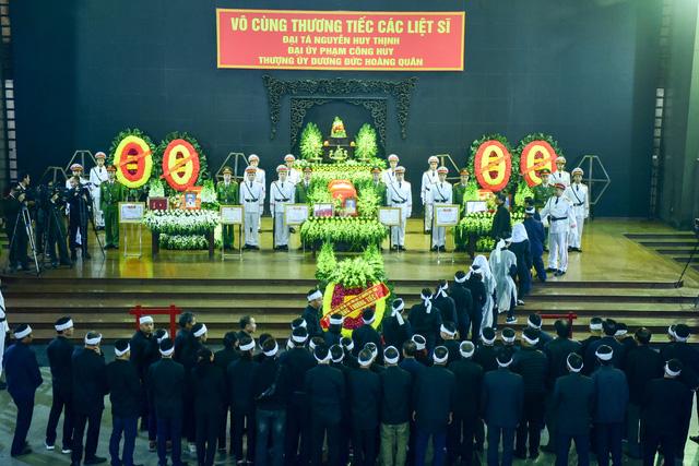 Thủ tướng Nguyễn Xuân Phúc viếng ba chiến sĩ hy sinh ở Đồng Tâm - Ảnh 9.