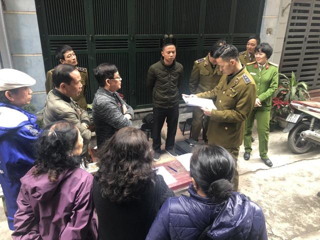 """Hà Nội: Quản lý thị trường tóm gọn 15.000 bao 3 số có dấu hiệu nhập lậu """"ẩn náu"""" trong căn nhà thuê - Ảnh 1."""