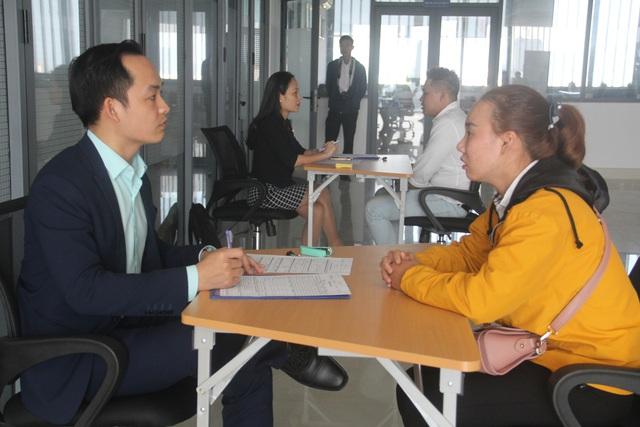 Trao bằng tốt nghiệp cho sinh viên ngành du lịch được đào tạo theo chương trình từ Úc - Ảnh 2.
