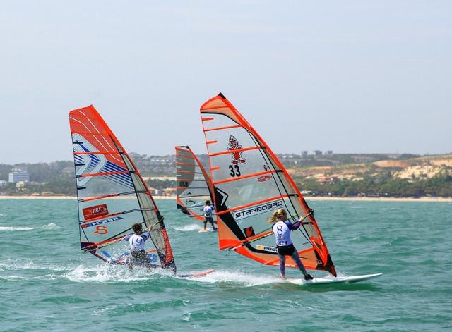 Khởi động giải Lướt ván buồm quốc tế Mũi Né mở rộng 2020 - Ảnh 1.