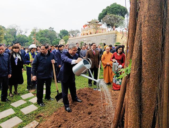 Lãnh đạo Đảng, Nhà nước, dâng hương, trồng cây đầu xuân tại Hoàng Thành Thăng Long - Ảnh 8.