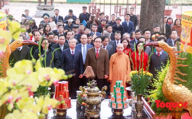 Lãnh đạo Đảng, Nhà nước, dâng hương, trồng cây đầu xuân tại Hoàng Thành Thăng Long - Ảnh 3.