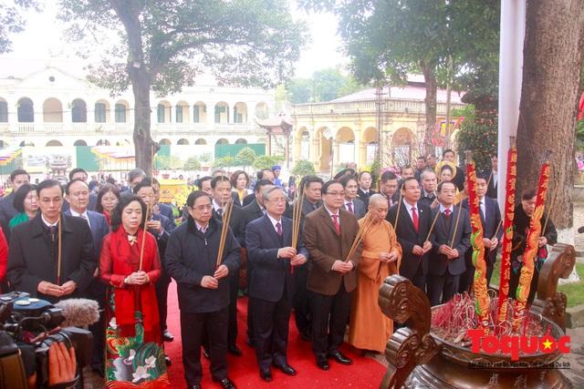 Lãnh đạo Đảng, Nhà nước, dâng hương, trồng cây đầu xuân tại Hoàng Thành Thăng Long - Ảnh 4.