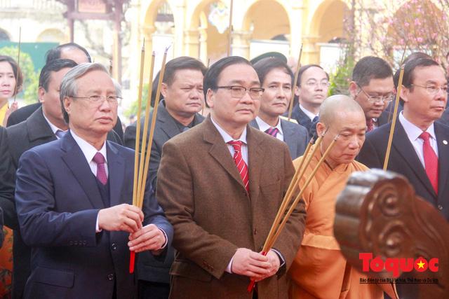 Lãnh đạo Đảng, Nhà nước, dâng hương, trồng cây đầu xuân tại Hoàng Thành Thăng Long - Ảnh 5.