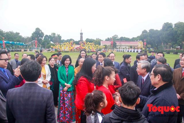 Lãnh đạo Đảng, Nhà nước, dâng hương, trồng cây đầu xuân tại Hoàng Thành Thăng Long - Ảnh 10.