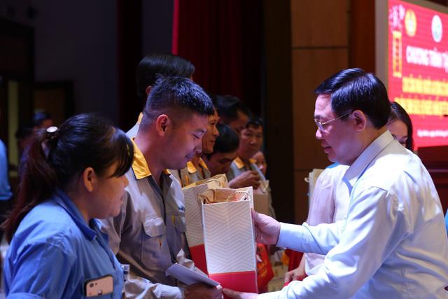 Phó Thủ tướng chúc Tết công nhân, nạn nhân dioxin Tây Ninh  - Ảnh 1.
