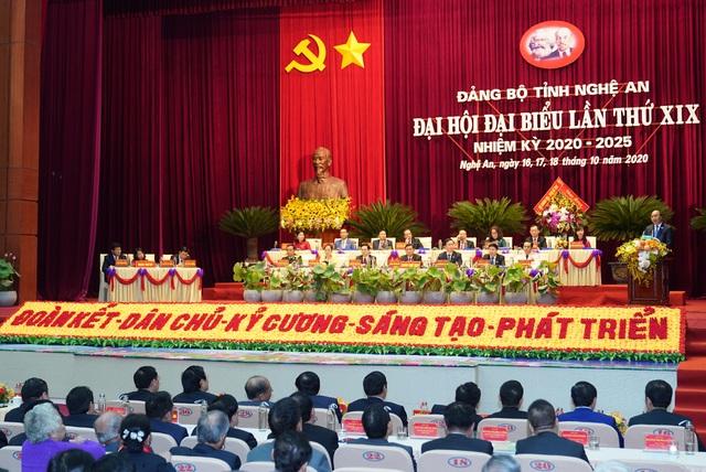 Thủ tướng Nguyễn Xuân Phúc: Nghệ An cần thực hiện cho được mong mỏi của Bác trong thời gian ngắn nhất - Ảnh 2.