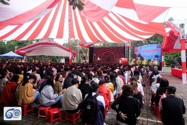 Trường đại học hỗ trợ mỗi sinh viên vùng lũ miền Nam Trung Bộ 10 triệu đồng  - Ảnh 2.