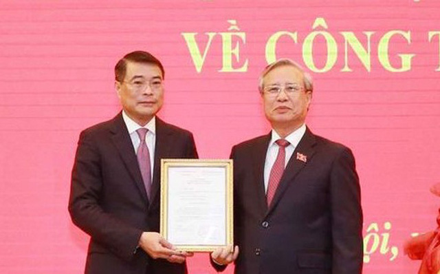 Trao quyết định phân công ông Lê Minh Hưng làm Chánh Văn phòng Trung ương Đảng - Ảnh 1.