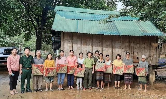 Bác bỏ thông tin cán bộ ở Quảng Trị chia nhau lương khô cứu trợ - Ảnh 1.
